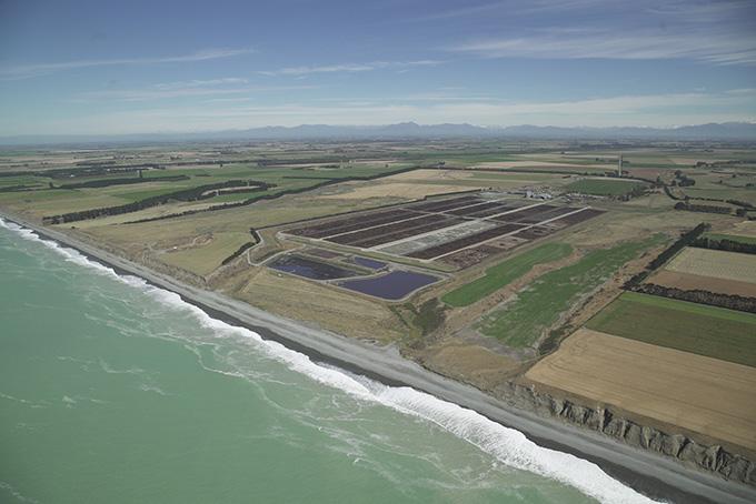 海沿いの肥育農場